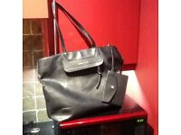 Fiorelli designer shoulder bag in black,excellent condition,cost £60 new,bargain £4,pos loc delivery