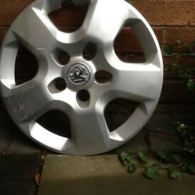 One Genuine Vauxhall Vivaro wheel trim