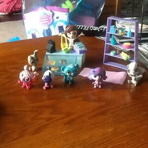Littlest pet shop set with several pets included