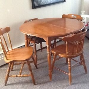 Table Chairs Kijiji Free Classifieds In Saskatchewan Find A Job Buy A Ca