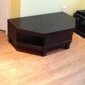 ikea meubles t l divertissement dans grand montr al petites annonces class es de kijiji. Black Bedroom Furniture Sets. Home Design Ideas