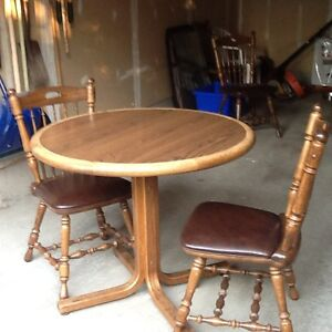 Solid oak table and 4 chairs made by donaire of Buffalo NY? Kitchener / Waterloo Kitchener Area image 2
