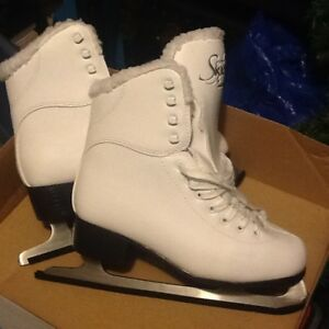 Ladies Soft Tech Figure Skates