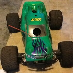 Losi nitro powered Rc truck