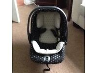 Mamas and Papas Primo Viaggio Car Seat complete with Isofix Base - £25