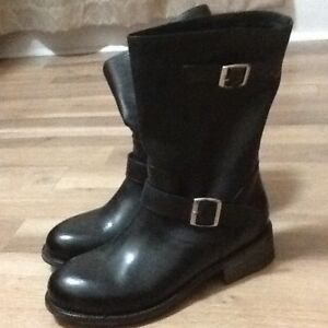 Brand New Ladies Leather Boots - Size 10