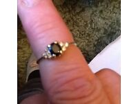 Ring 18caret gold 6 diamonds and sapphire