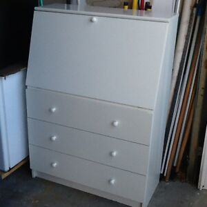"Dresser-desk white 15""W-18""W-20""D in great condition 3 drawer"