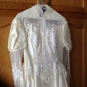 Vintage wedding gown size 5