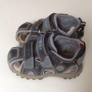Sandales bleues pour garçon grandeur 5
