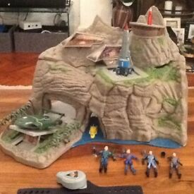 Thunderbirds interactive Tracy Island with 4 figures, 4 vehicles and dressing up costume