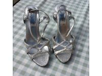 Ladies silver sandles size 5