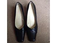 Ladies size 6 black leather shoes