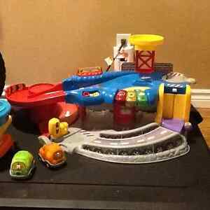 Go Go Airport, extra tracks, carrying case and cars Windsor Region Ontario image 1