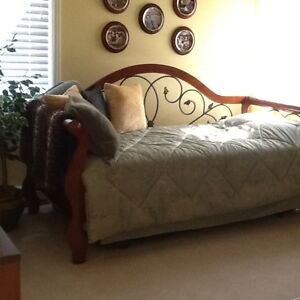 Daybed with hidden trundle (no mattresses included)
