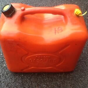 VARIETY SIZED GAS CANS