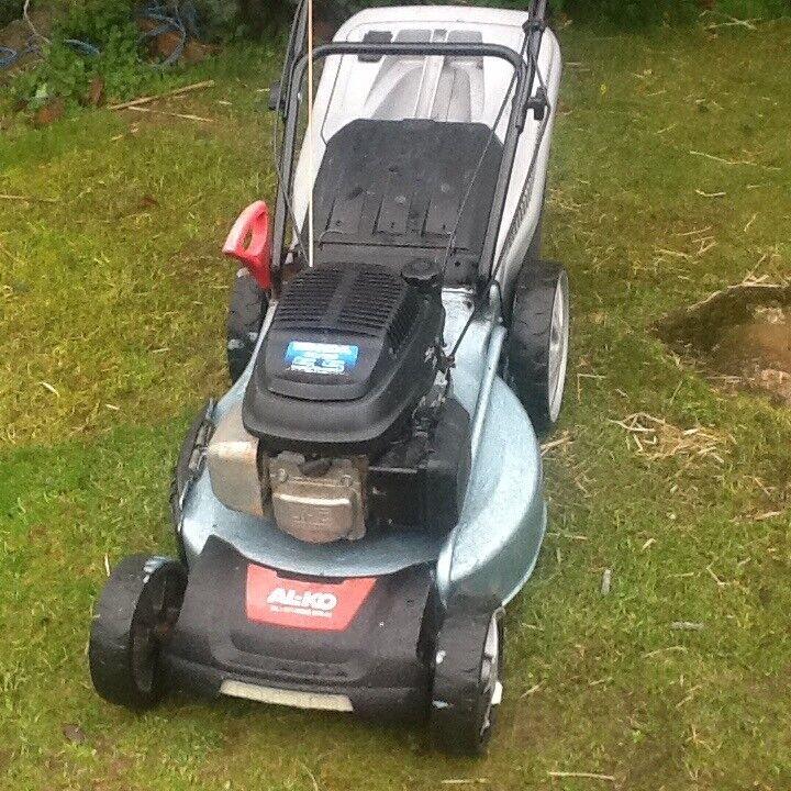 Alko self propelled petrol lawnmower Honda engine