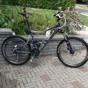 2011 Rocky Mountain Altitude 50 dble susp.comme neuf avec extras
