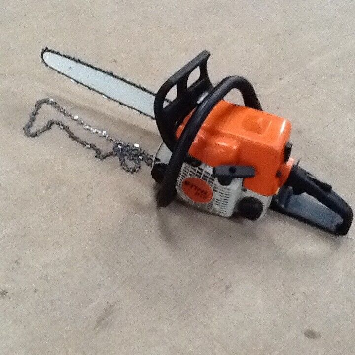 Stihl 017 Chainsaw with 14 inch; cutting bar and new chain and new spare chain.