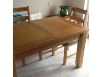 Extenderble oak dining table and 4 leather upholstered chairs 18 months old in excelant condition