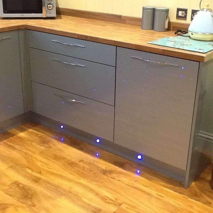 Brand new wicks flat packed kitchen units make esker azr for Duck egg blue kitchen units