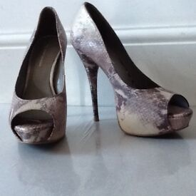 Kurt Geiger ladies high heeled/open toed pale purple snake skin pattern vgc size 41