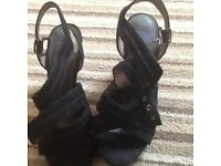 Ladies sandals size 5 1/2