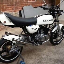 KAWASAKI S1 250cc 350CC CLASSIC 1972 BLACK & WHITE BIKE UK
