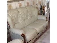 Three piece leather sweet very good condition in cream Italian leather.