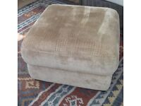 Footstool/ottoman with storage