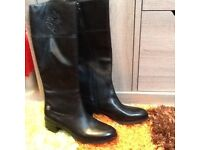****ETIENNE AIGNER LEATHER BOOTS ****