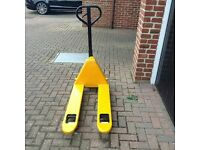Pallet Truck 2500kgs max weight serviced and reconditioned and resprayed perfect working order