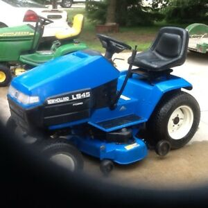 New holland lawn tractor LS45.