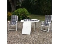 Extendable garden table and chairs