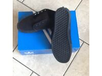 Vans canvas black size 9