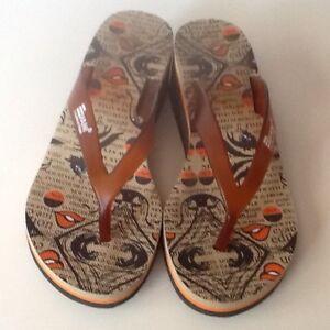 Vani comic print wedge sandal
