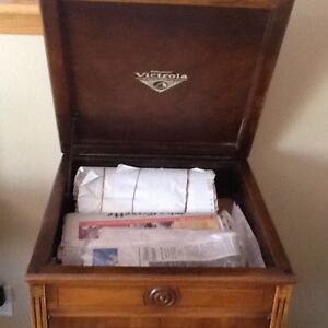 """ANTIQUE GRAMOPHONE cabinet , PLEASE NOTE """" NO GRAMOPHONE inside West Island Greater Montréal image 5"""