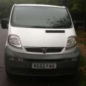 VAUXHALL VIVARO LW BASE 2900 kg MOT 28th. AUGUST 2018 3SEATER CAB WITH A BULKHEAD CLEAN CONDITION