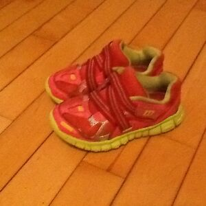 Wilson Rogue lite size 10 toddler sneakers
