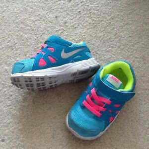Size 6 for toddler running shoes