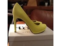 Ladies neon yellow court shoes size 6
