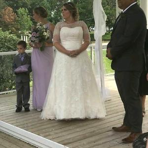Wedding dress and Vera  Wang pearl headband
