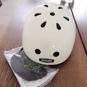 Brand New with Tags Nutcase Street Helmet with Extras  Medium