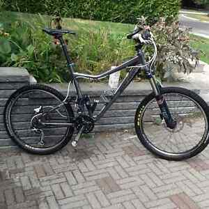 Rocky Mountain Altitude 50 2011 double suspension comme neuf !
