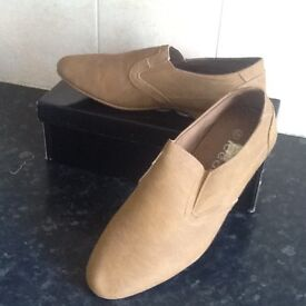 Men's beige casual shoes size 10