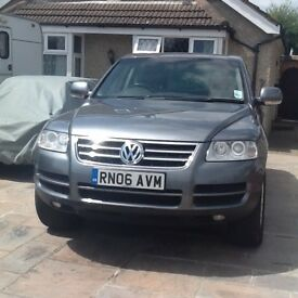 Volkswagen Touerag - Excellent condition - limited yearly mileage - second car used for towing
