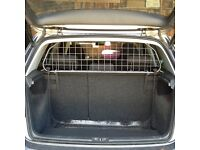 Dog Guard made by Travall for VW Golf 5 door hatchback