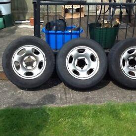 Suzuki Grand Vitara wheels with tyres