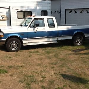 1992 Ford F-250 XLT EXTENDED CAB 180,000 KMS.