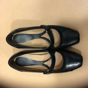 Just like new size 4 Ladies Naturalizer shoes